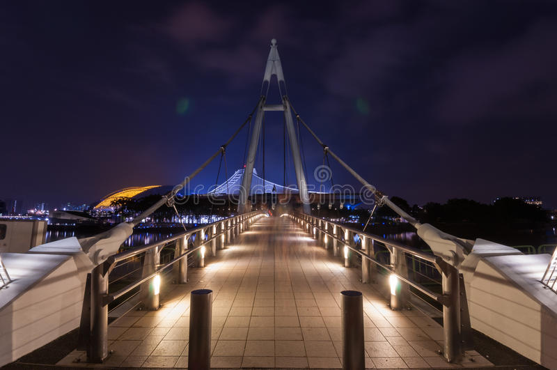 Pont suspendu de Tanjong Rhu la nuit photos stock