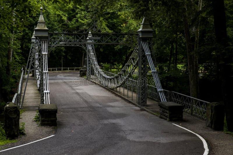 Pont suspendu historique - parc de crique de moulin, Youngstown, Ohio images stock
