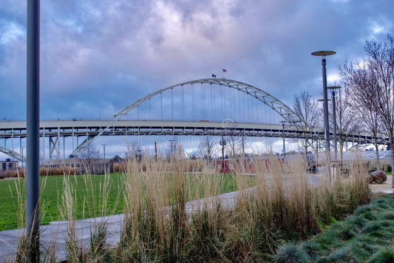 Pont urbain, Portland, Orégon, Etats-Unis images stock