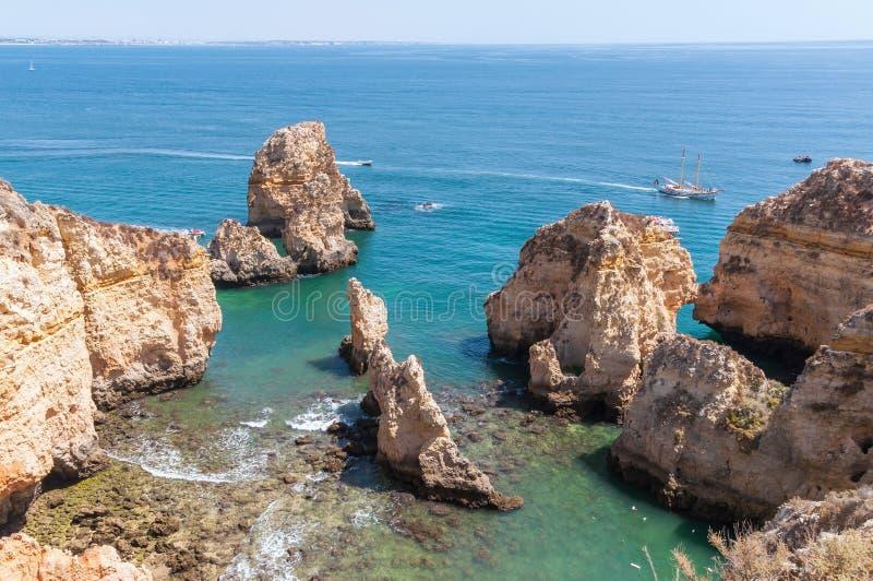 Ponta da Piedade, formazioni rocciose vicino a Lagos nel Portogallo fotografie stock