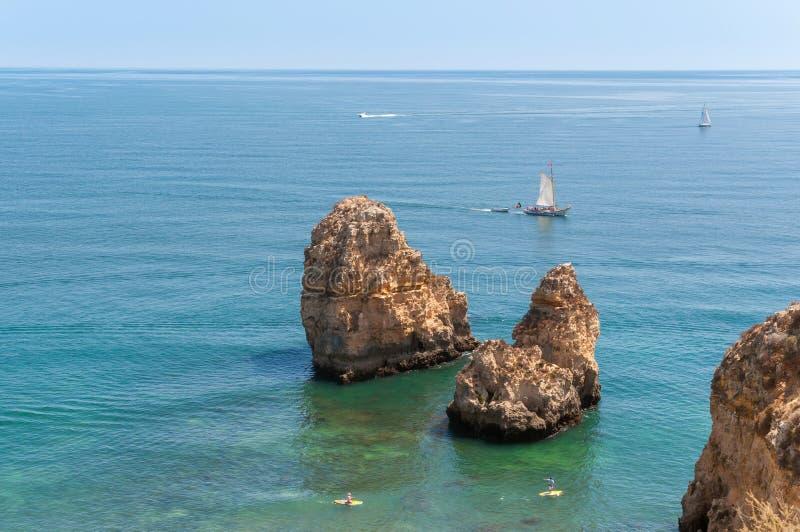 Ponta da Piedade, formazioni rocciose vicino a Lagos nel Portogallo immagini stock