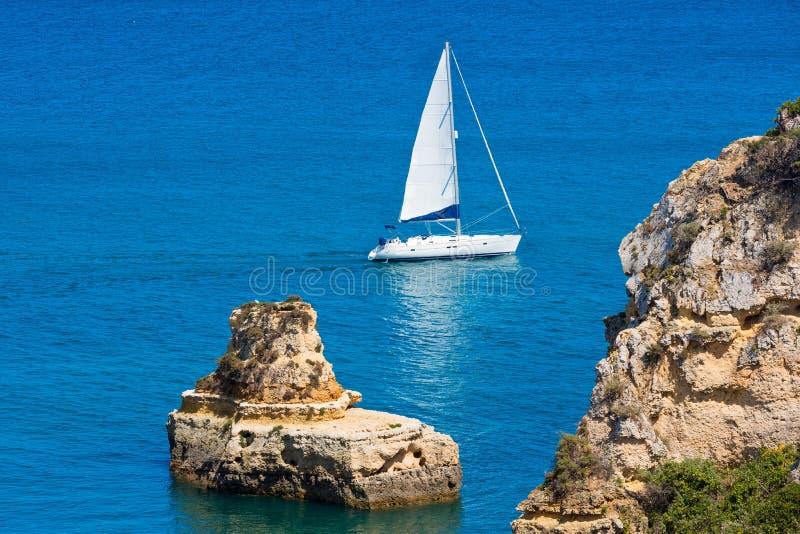 Download Ponta Da Piedade & X28; Lagos Algarve, Portugal& X29; Fotografering för Bildbyråer - Bild av sceniskt, kust: 76703597