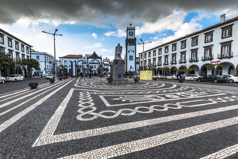 Ponta Delgada, de Azoren, Portugal - April 20, 2015: Portas DA Cida royalty-vrije stock afbeeldingen
