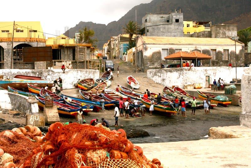 Ponta hace a pescadores del solenoide en Cabo Verde foto de archivo