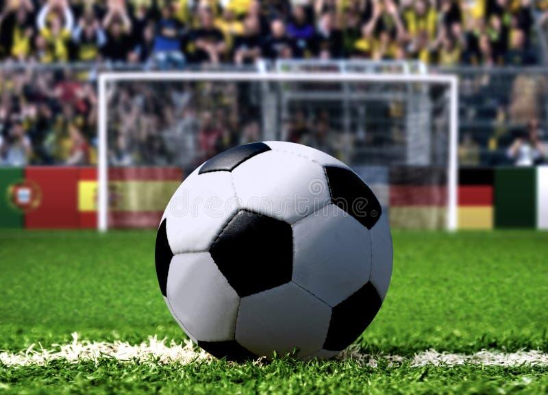 Pontapé de grande penalidade do futebol fotografia de stock