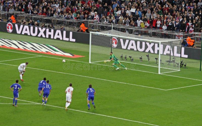 Pontapé de grande penalidade por Rooney foto de stock