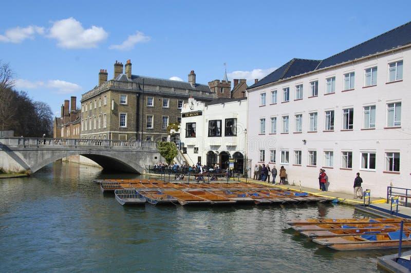 Pontapés na came do rio, Cambridge imagens de stock