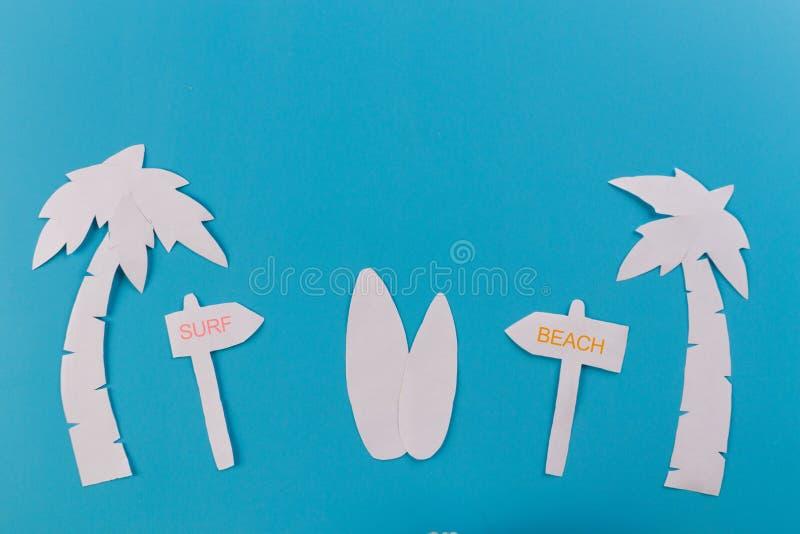 Pontas da placa de ressaca na praia imagem de stock royalty free