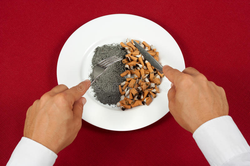 Pontas de cigarro antropófagas fotografia de stock