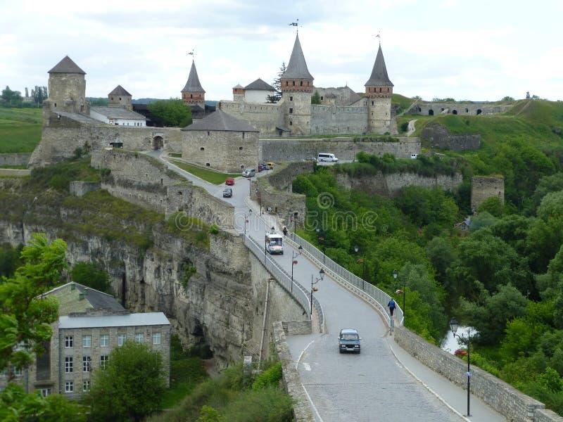 A ponte à fortaleza em Kamenetz-Podolsk imagens de stock royalty free