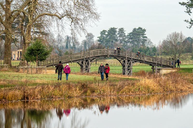 A ponte 'do chinês no parque de Croome, Worcestershire, Inglaterra foto de stock