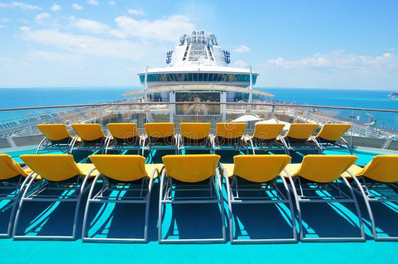Ponte aperto della nave da crociera internazionale caraibica reale fotografia stock