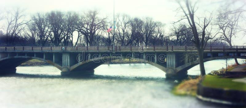 Ponte arqueada sobre o rio do Fox imagem de stock royalty free