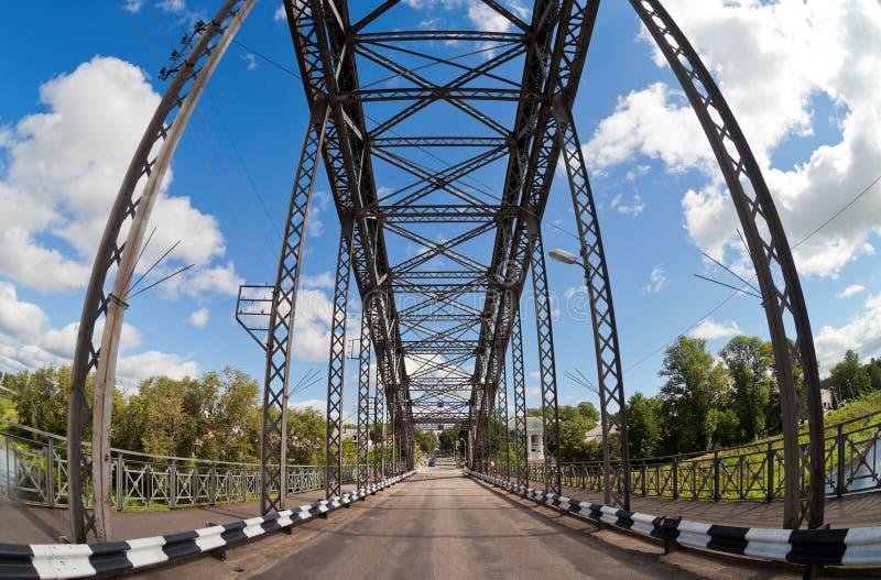 Download Ponte Arqueada Velha Do Metal Foto de Stock - Imagem de bridging, ensolarado: 26509118