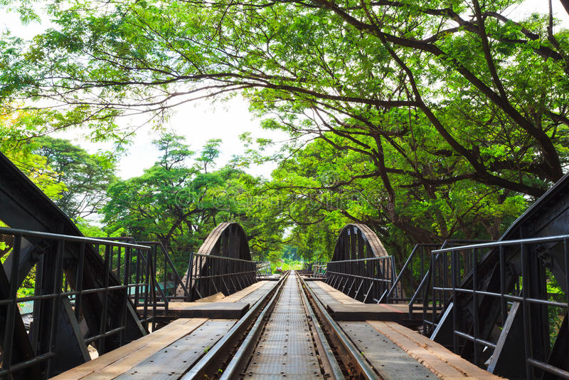 Ponte através do rio Kwai, Kanchanaburi, Tailândia foto de stock