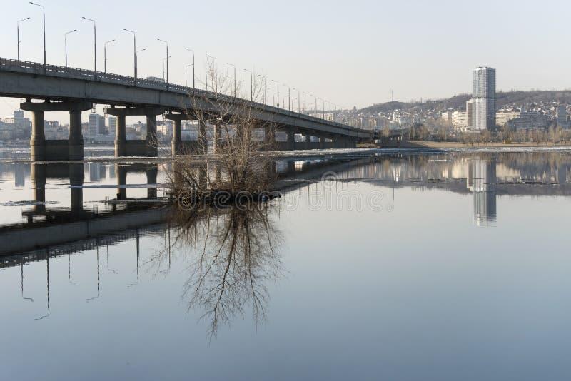 Ponte através do Volga imagens de stock royalty free