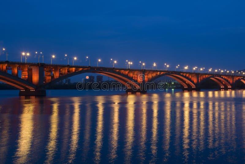 Ponte attraverso Yenisei immagini stock