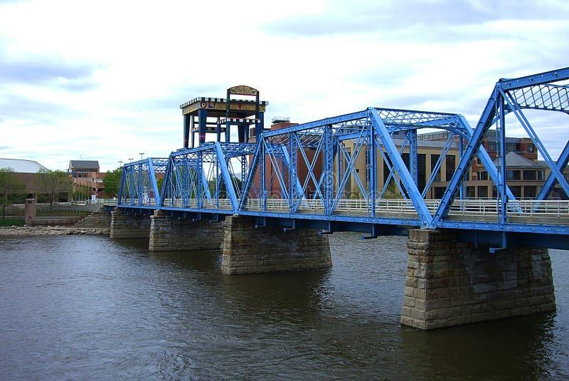 Ponte azul - Grand Rapids, Michigan imagem de stock