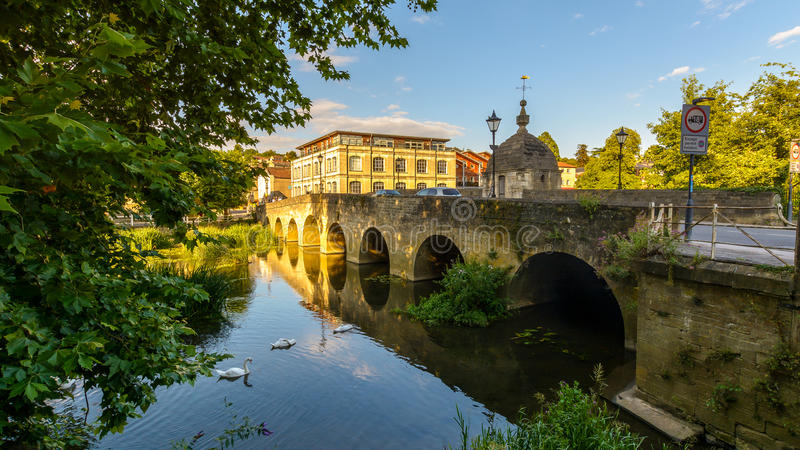 Ponte B della città attraverso il fiume Avon a Bradford-su-Avon fotografia stock libera da diritti