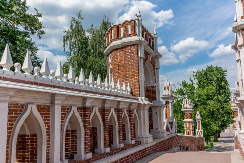 Ponte calcolato nel parco di Tsaritsyno a Mosca - 1 fotografia stock