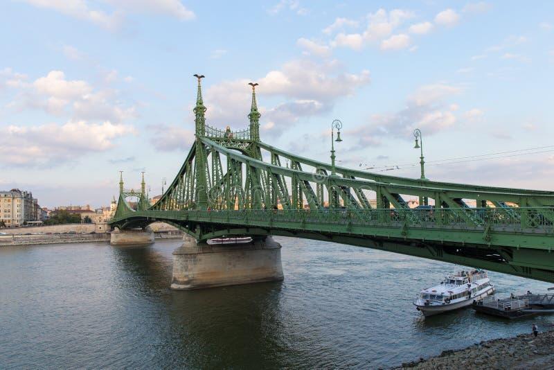 Ponte a catena in bei Budapest ponti di Budapest Migliore ponte di Szechenyi del ponte di Budapest sopra il Danubio fotografia stock libera da diritti
