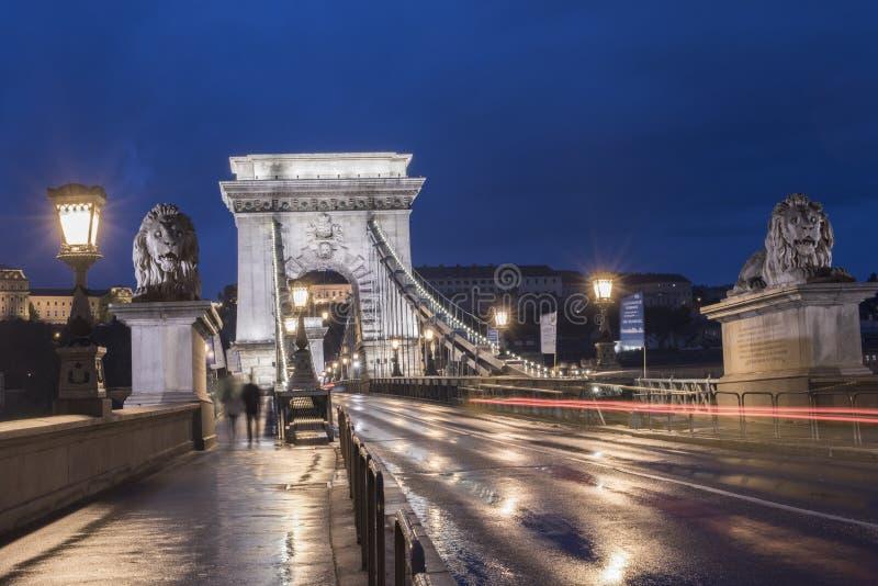 Ponte a catena a penombra, Budapest, Ungheria fotografia stock libera da diritti