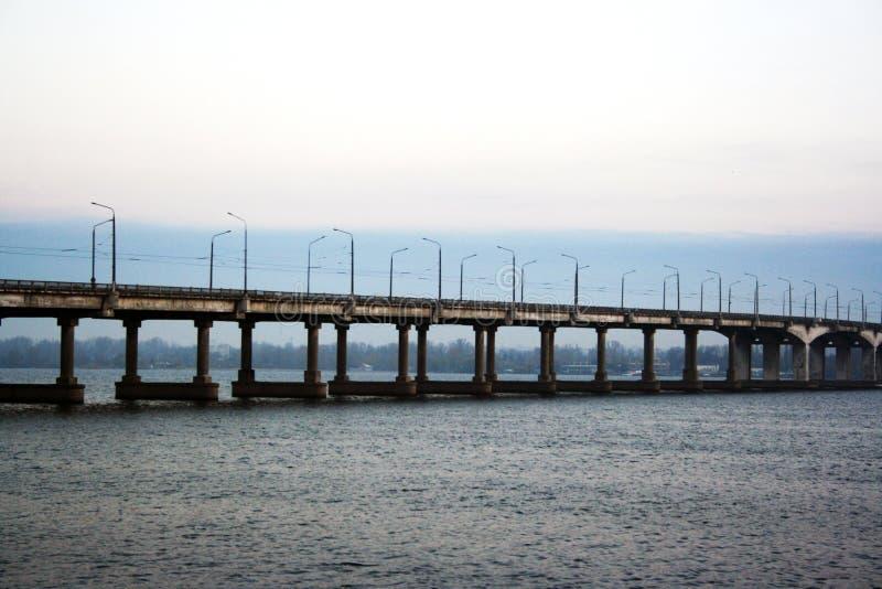 Ponte centrale Dniepropetovsk immagini stock