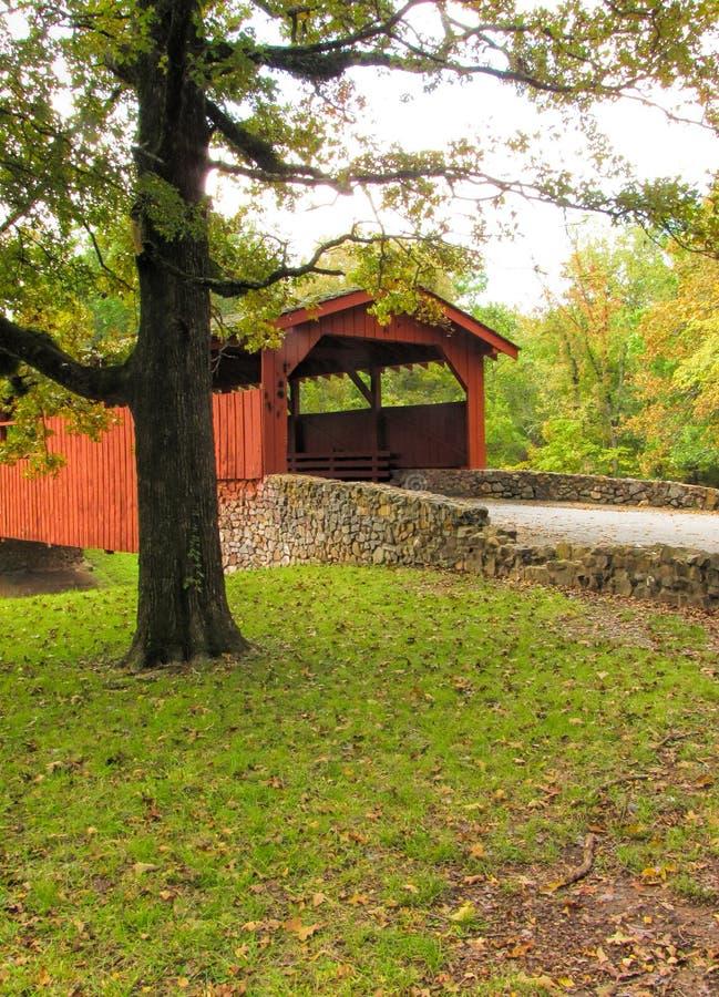Ponte coberta 3 do parque das queimaduras fotos de stock
