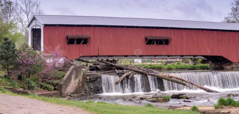 Ponte coberta e cachoeira de Bridgeton imagem de stock royalty free