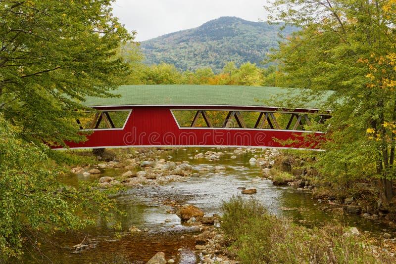 Ponte coberta em Jackson, NH, EUA imagem de stock royalty free