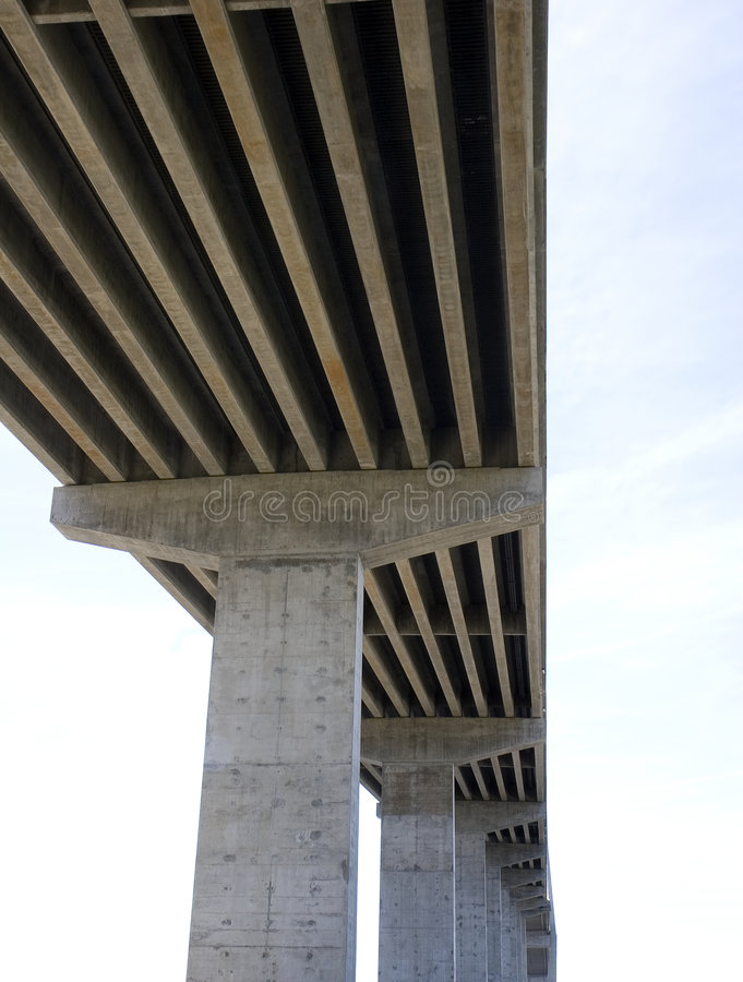 Ponte concreta de abaixo foto de stock royalty free