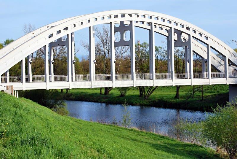 Ponte concreto con il fiume di Olse nella città di Karvina fotografia stock libera da diritti