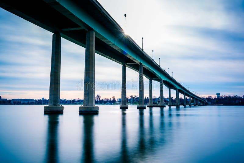 A ponte da Academia Naval, sobre Severn River em Annapolis, miliampère fotos de stock