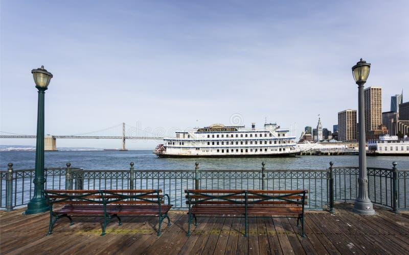 Ponte da baía de Oukland e San Francisco Belle Ferry, Califórnia, Estados Unidos da América, America do Norte fotografia de stock royalty free