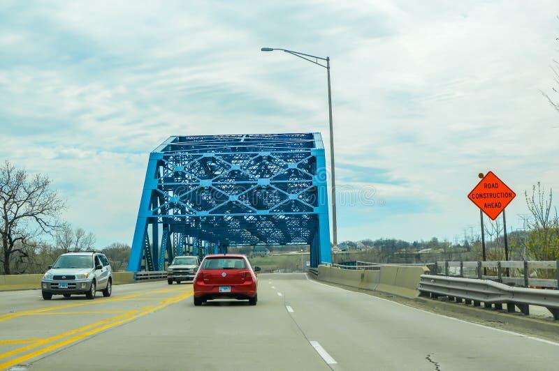 Ponte da caída, rio da tomada de Chicago, rio de Illinois, Rte 83 imagem de stock