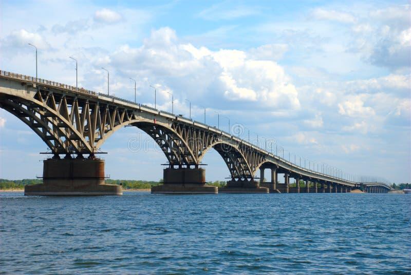 Ponte da estrada em Saratov imagens de stock