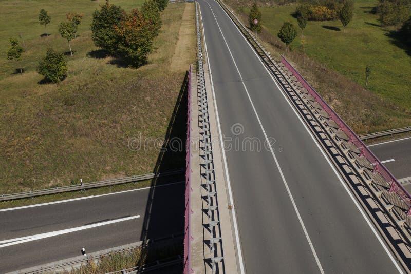 Ponte da estrada sobre a estrada imagens de stock