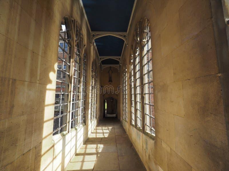 Ponte da faculdade de St John dos suspiros em Cambridge imagens de stock royalty free