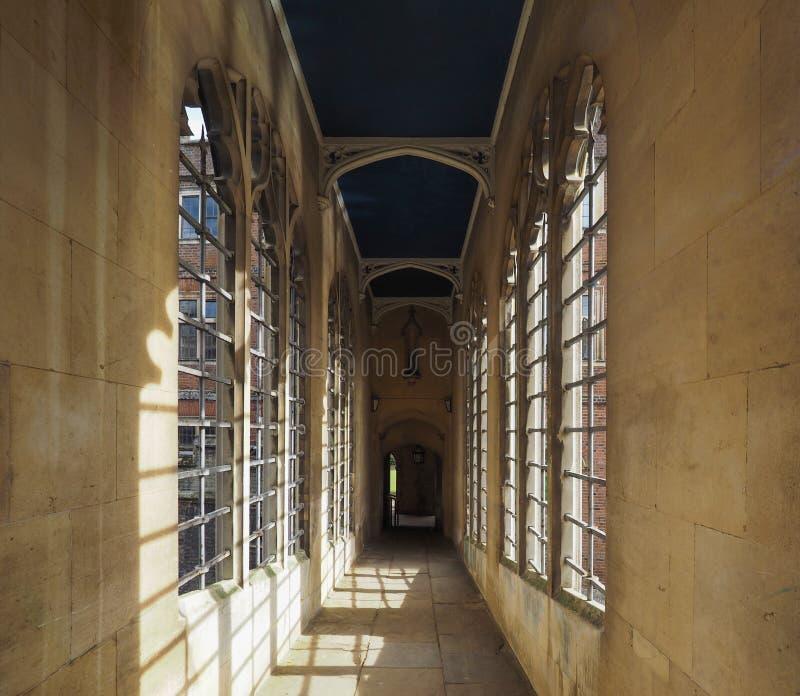 Ponte da faculdade de St John dos suspiros em Cambridge imagens de stock