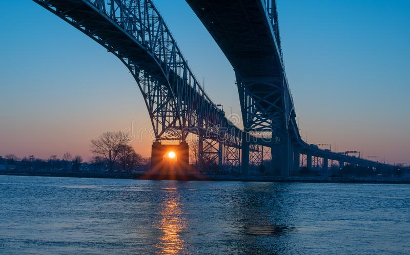 A ponte da ?gua azul em Huron portu?rio Michigan fotografia de stock