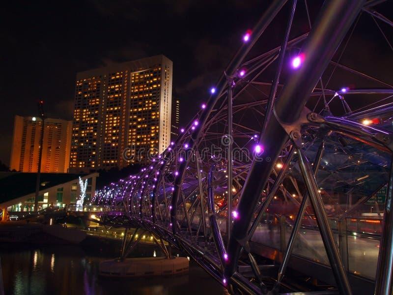 Ponte da hélice dobro sobre o beira-rio do louro do porto fotos de stock