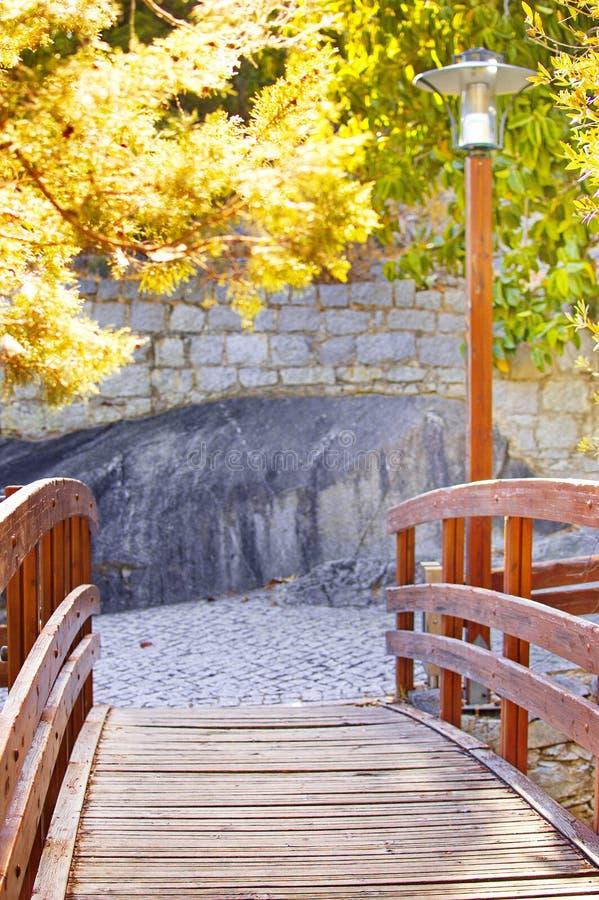 Ponte da madeira do por do sol imagens de stock royalty free