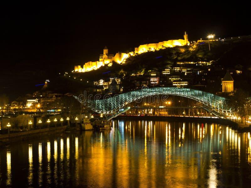 A ponte da paz em Tbilisi. imagens de stock