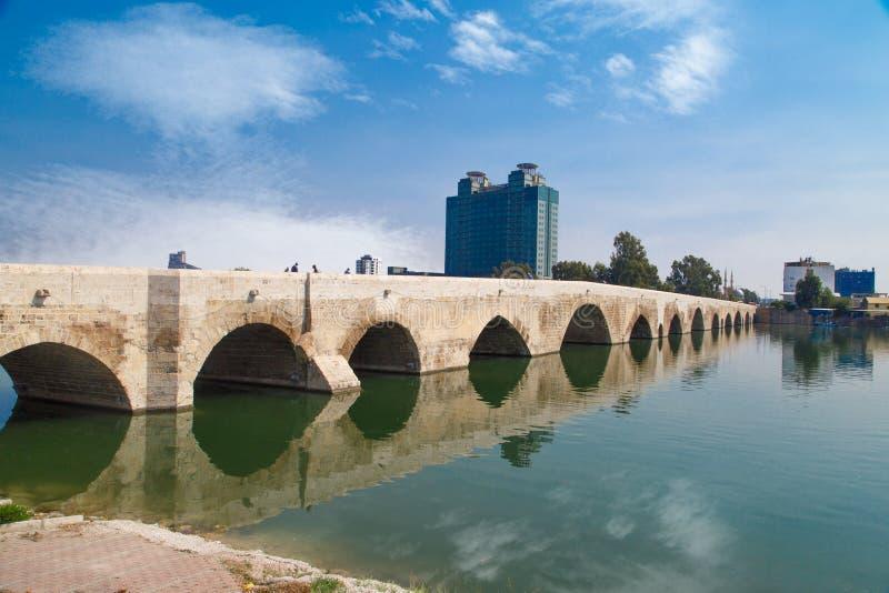 Ponte da pedra de Adana fotografia de stock