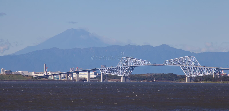 Ponte da porta do Tóquio e montanha Fuji imagem de stock