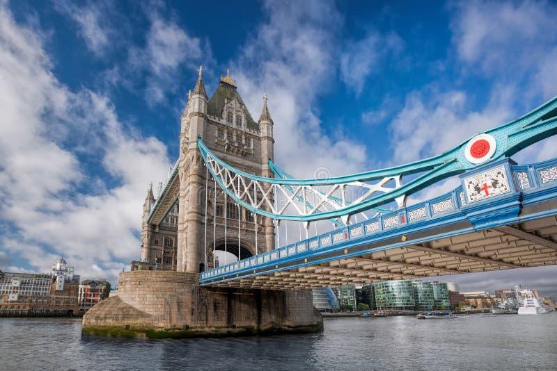 Ponte da torre em Londres, Inglaterra, Reino Unido imagens de stock royalty free