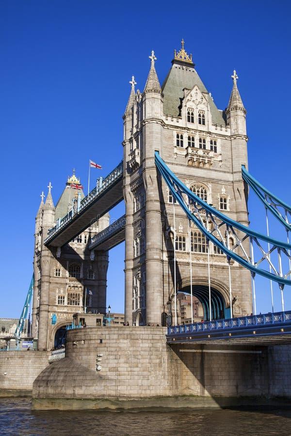 Ponte da torre no rio Tamisa fotografia de stock royalty free