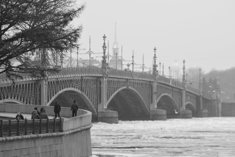 Ponte da trindade, St Petersburg fotos de stock