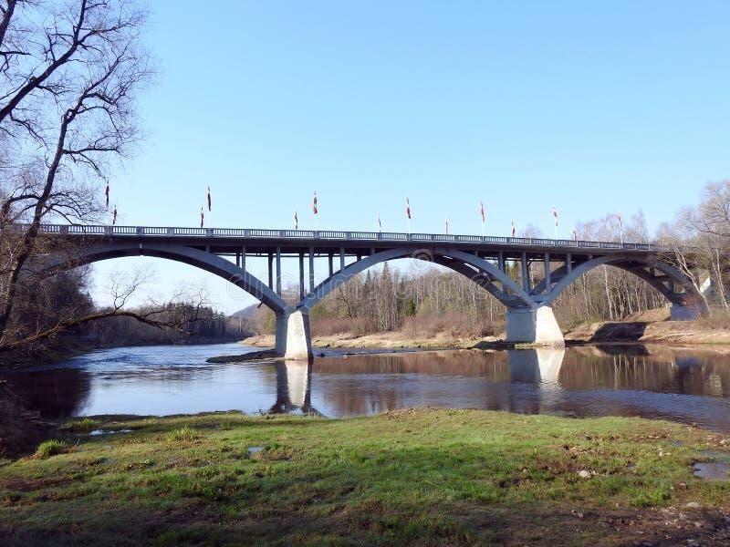 Ponte dal fiume Gauja, Lettonia immagine stock