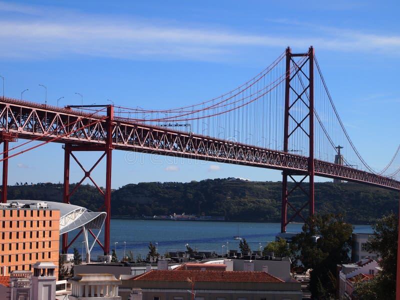 Ponte 25 de Abril 25 de Abril Мост, иконический взгляд Лиссабона стоковые изображения rf